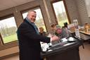 Burgemeester Mark van Stappershoef ging stemmen bij het Mill-Hillcollege.