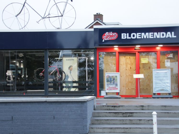 Puinruimen na brute inbraak op fietsenwinkel in Rijssen