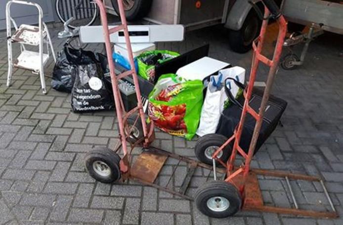De gestolen spullen die in de bus in Drunen werden gevonden.