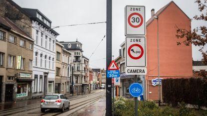 """Unizo, Horeca Oost-Vlaanderen en Opperdekenij schrijven stevige open brief naar stadsbestuur: """"Waarom is de auto hier taboe?"""""""