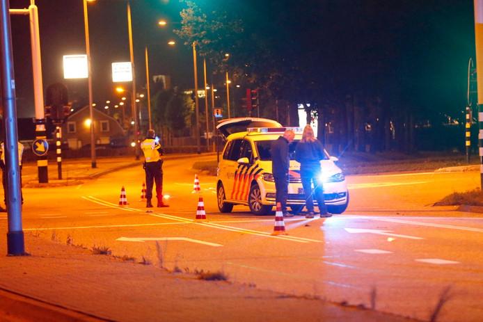 De politie heeft op de Kanaaldijk ZW in Helmond geschoten op een gestolen bestelbus.