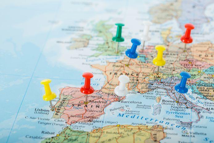 In bijna alle Europese landen zijn de grenzen dicht voor mensen die daar niet per se hoeven te zijn. Dat geldt dus ook voor toeristen.