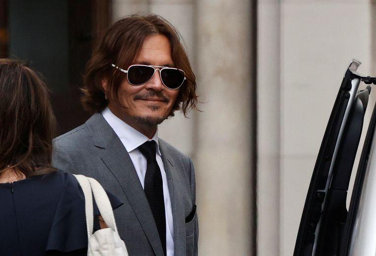 Johnny Depp verlaat de rechtbank in London