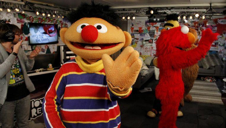 Sesamstraatfiguur Ernie op bezoek in het Glazen Huis. Beeld anp