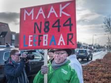 Raadsleden blokkeren N844: een file voor het goede doel