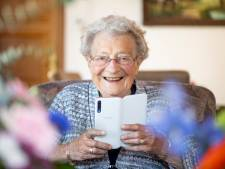 100-jarige Hanneke uit Holten wil nog graag vriendinnetje kleinzoon zien: 'Moet hij wel opschieten'