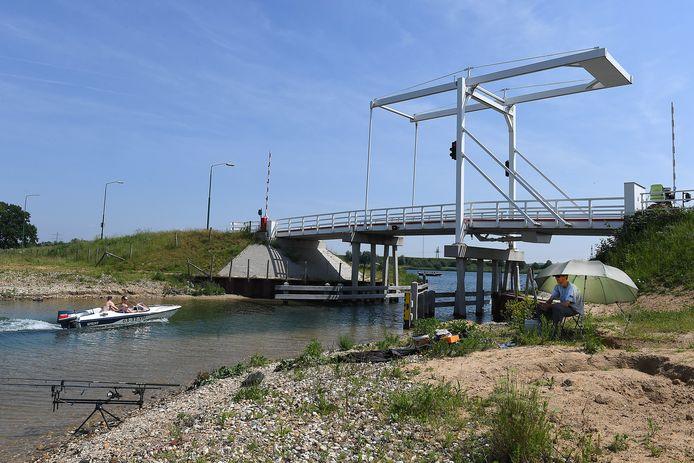 Gebied Dommelsvoort bij Cuijk. Deze witte brug is jaren geleden al speciaal aangelegd voor een groot vakantiepark.