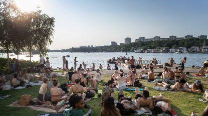 """Op bezoek in 'rode zone' Zweden: """"Lachen die ons nu uit omdat we een mondmasker dragen?"""""""