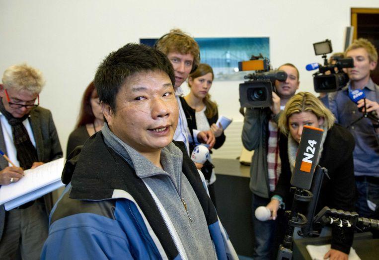 Chun Nam Hau (L), vader van de vermoorde Winsie Hau, na de uitspraak in de zaak van de Facebookmoord. Beeld ANP