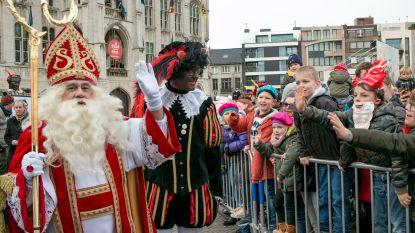 Massa volk verwelkomt Sinterklaas in zijn thuisstad
