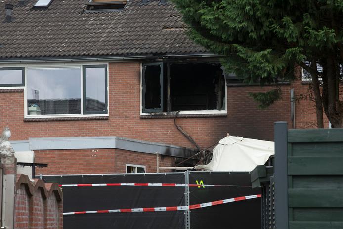 De zwaar beschadigde woning na de fatale brand destijds in de Papaverstraat in Doetinchem.