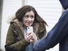 Vrouw in haar woning met geweld beroofd van smartphone die ze aanbood op Marktplaats
