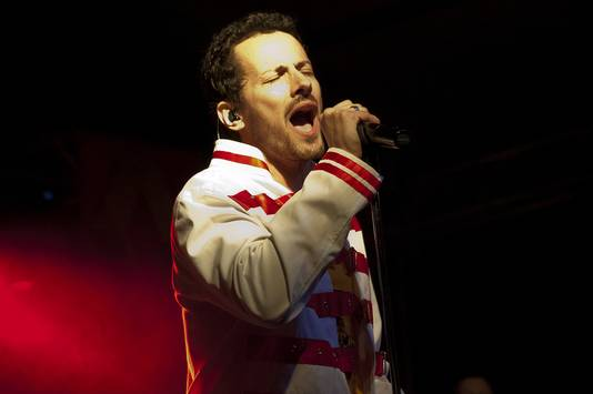 Zanger Giuseppe Maggioni van de Italiaanse Queen tribute-band Vipers vertoont veel gelijkenis met Freddie Mercury.