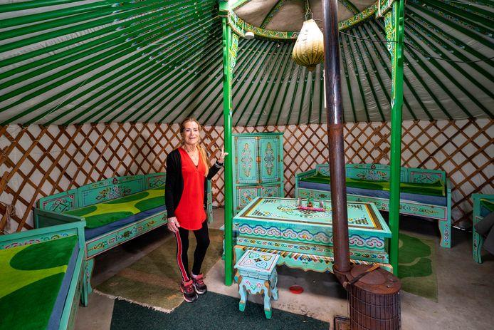 Anne-Marie Roelofs van camping QKLQ in Angeren hoopt net als haar collega's uit Doornenburg en Oosterhout ook in de herfstvakantie klanten te kunnen ontvangen. De Betuwse campings blijven langer open.