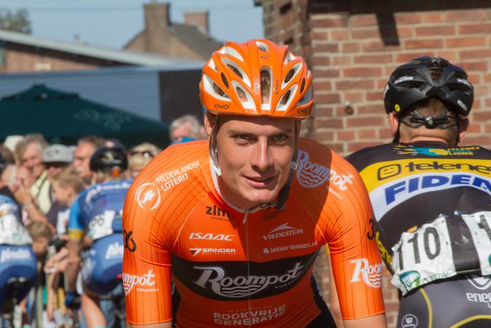 Tim Ariesen als wielrenner van Team Roompot.