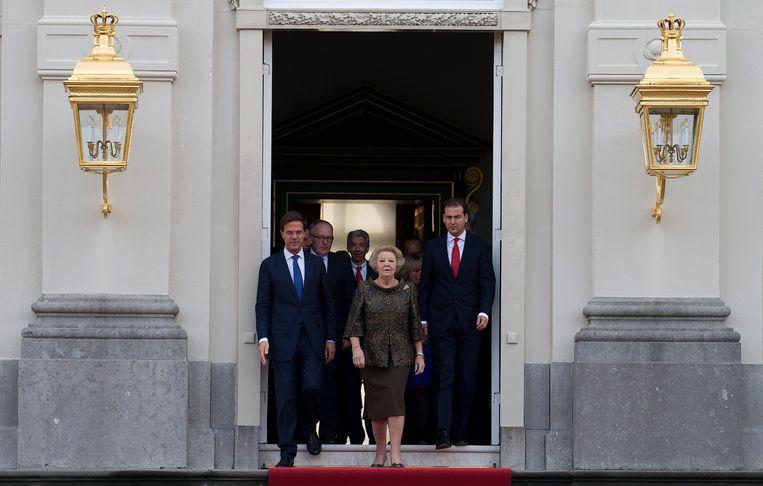 Koningin Beatrix met het kabinet-Rutte II in 2012. Beeld ANP