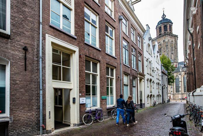 De opvang voor daklozen en verslaafden in de Polstraat in de Deventer binnenstad.
