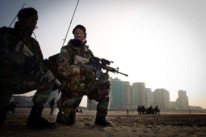 Het Korps Mariniers tijdens een oefening op het Vlissingse strand.