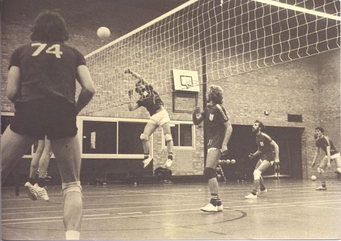 Een beeld uit een wedstrijd van het Boekelse Unitas midden jaren tachtig.