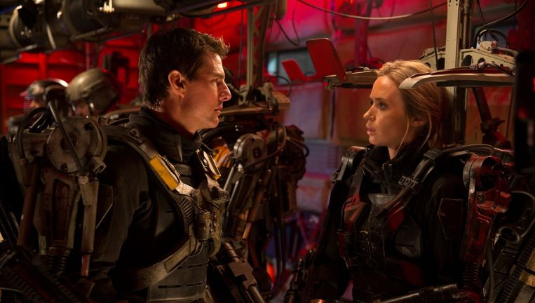 Tom Cruise en Emily Blunt in Edge of Tomorrow. Beeld