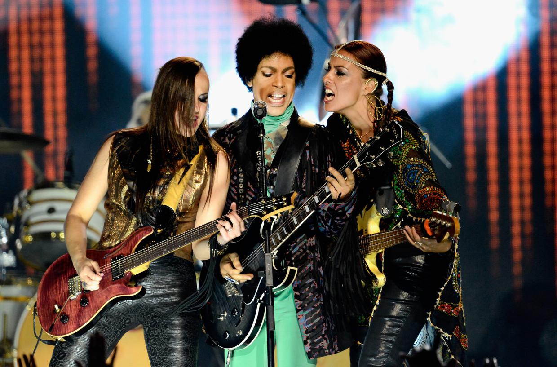 Ida Nielsen (helemaal rechts) in 2013 als lid van 3rd Eye Girl, de begeleidingsband van Prince (midden)  Beeld WireImage