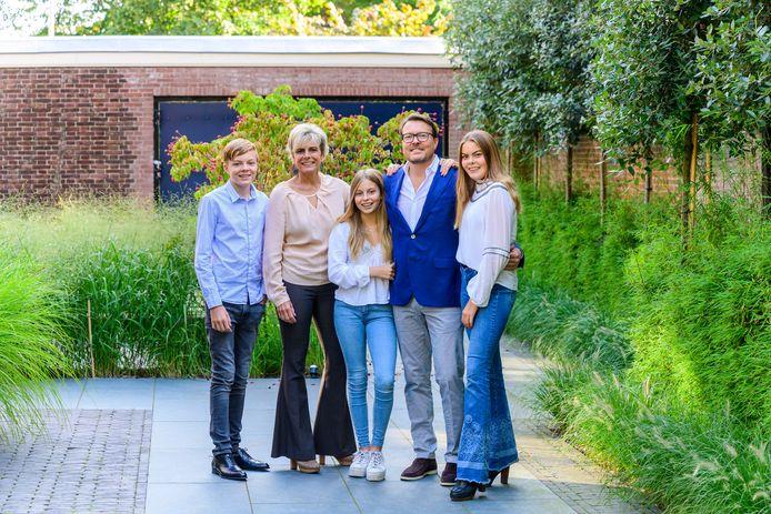 Prins Constantijn en prinses Laurentien met Eloise, Claus Casimir en Leonore.