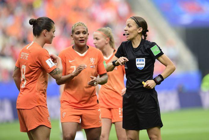 Stéphanie Frappart floot op het WK in Frankrijk de wedstrijden van Nederland tegen Canada (poulefase) en de Verenigde Staten (finale).