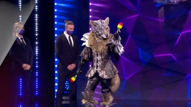 Wie is die Wolf toch? 'Masked Singer' laat zich alwéér van een heel andere kant zien