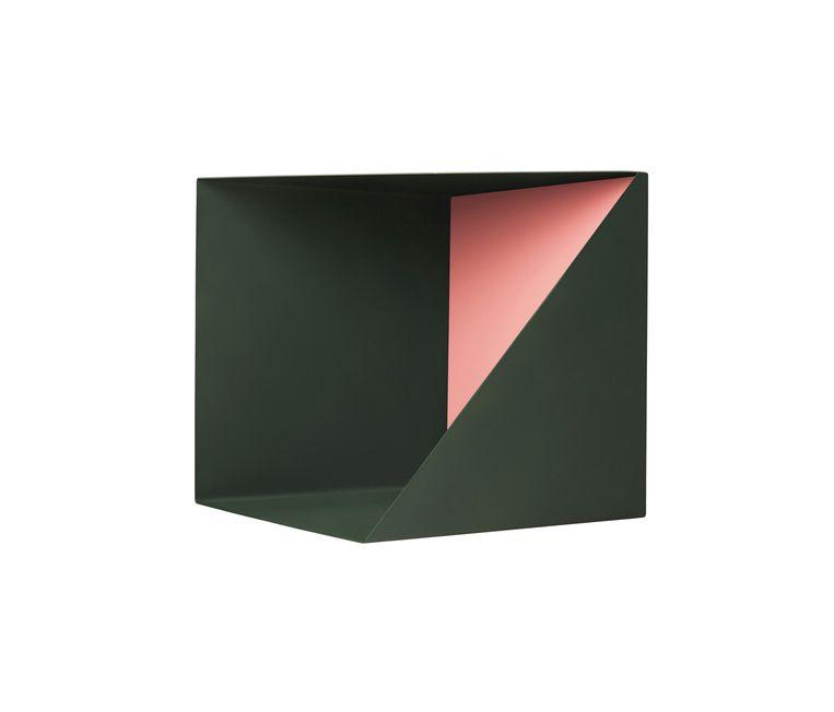 Geometrische 'Wall Box' van gepoedercoat staal, om snuisterijen op uit te stallen, € 188. pleasewaittobeseated.dk Beeld