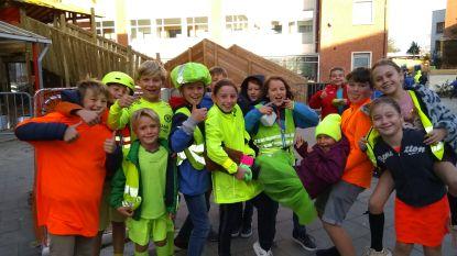 Leerlingen De Basis trekken fluo aan voor actie op school