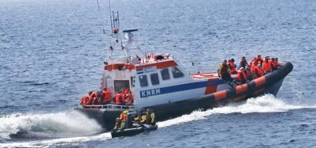 KNRM Urk en Lelystad in actie vanwege brandende boot op IJsselmeer