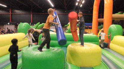 Zondag dubbel sportfeest in Den Boer: zwembad heropent en springkastelenfestival