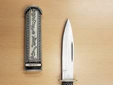 12-jarige jongen laat mes vallen in bibliotheek