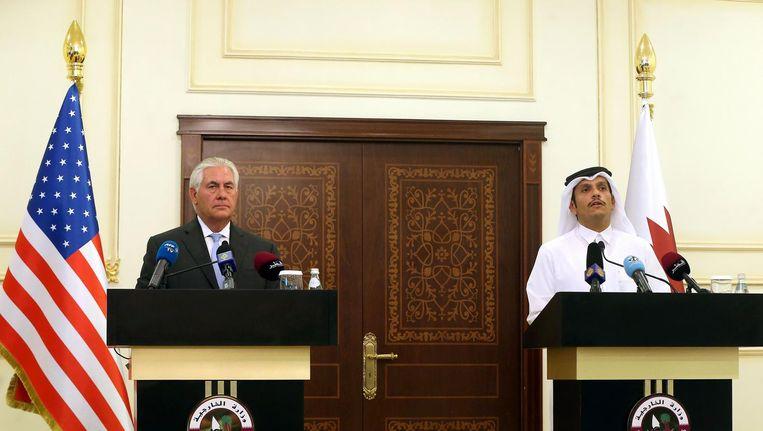 Rex Tillerson met de Qatarese minister van Buitenlandse Zaken Sjeik Mohammed Al-Thani. Beeld afp
