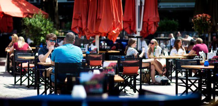 Gezelligheid vierde afgelopen weken weer hoogtij op veel terrassen in Den Haag.