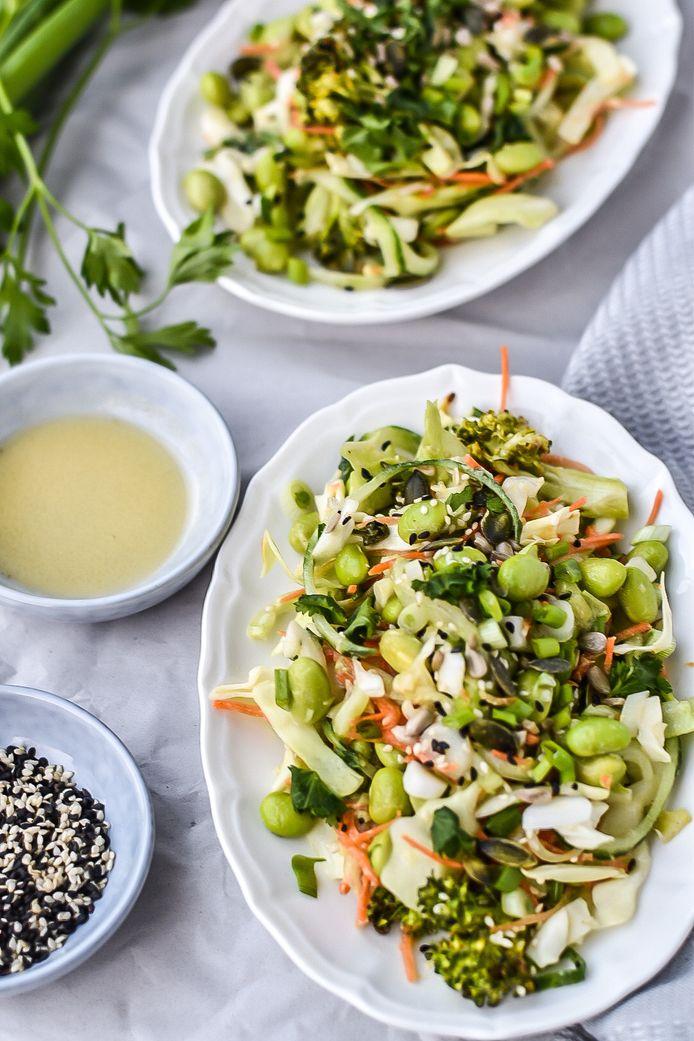 Groene salade met spitskool en sesamdressing