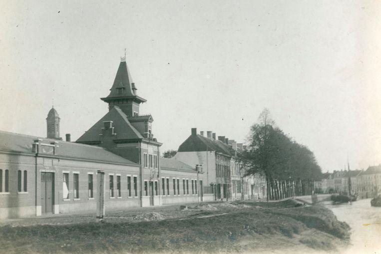 Op deze foto is de voormalige textielfabriek Isabey te zien.