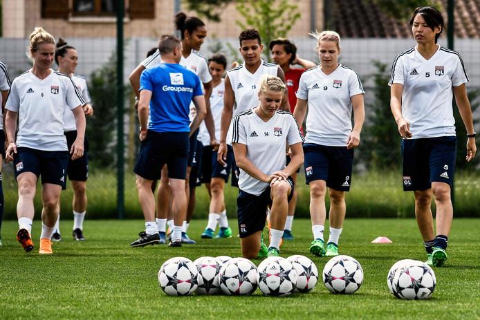 De vrouwen van Lyon in voorbereiding op de finale van vanavond.