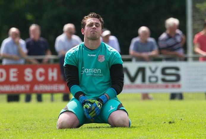 Joey Willemsen, doelman van Jonge Kracht, baalt.