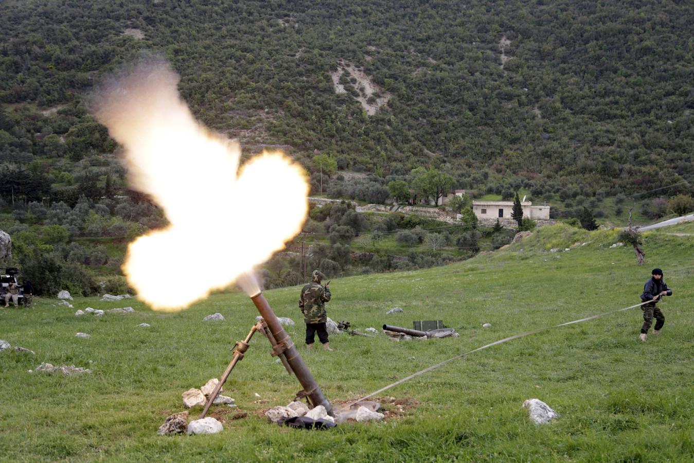 Beelden van de strijd om de Al Ghab-vlakte waar Syrische oppositiegroepen in 2015 tegen regeringstroepen van Assad vochten
