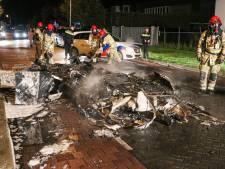Caravan op Urk verandert in schroothoop na brand