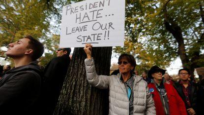 """Trump in Pittsburgh vanwege schietpartij, maar niet iedereen ziet hem graag komen: """"President haat, verlaat onze staat!"""""""