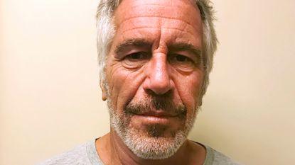"""Verwondingen Epstein """"komen eerder overeen met moord dan met zelfdoding"""""""