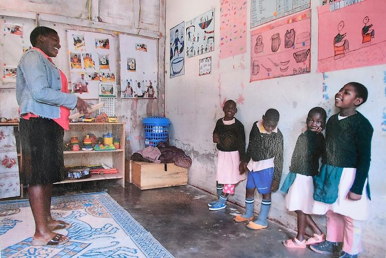 Intussen werden er al enkele klaslokalen gehuurd en zijn er al vijf Oegandese mensen aan de slag om de kinderen te begeleiden.