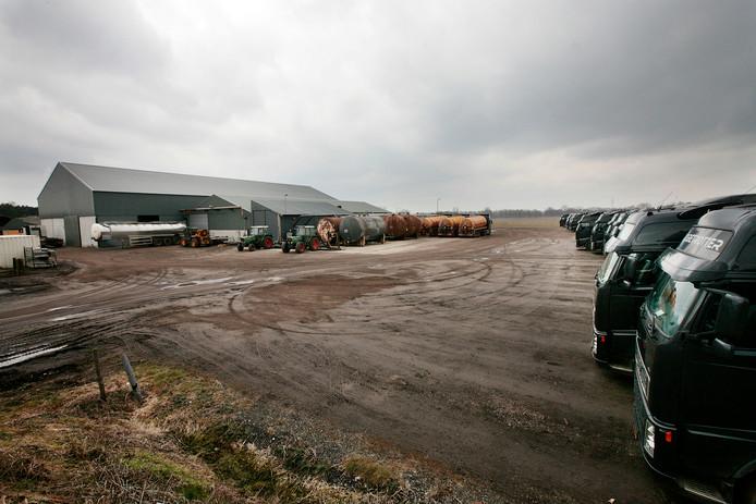 Het bedrijf van mesthandel en vervoerder Van den Broek in Lierop ten tijde van de inval die de politie er in 2010 deed.