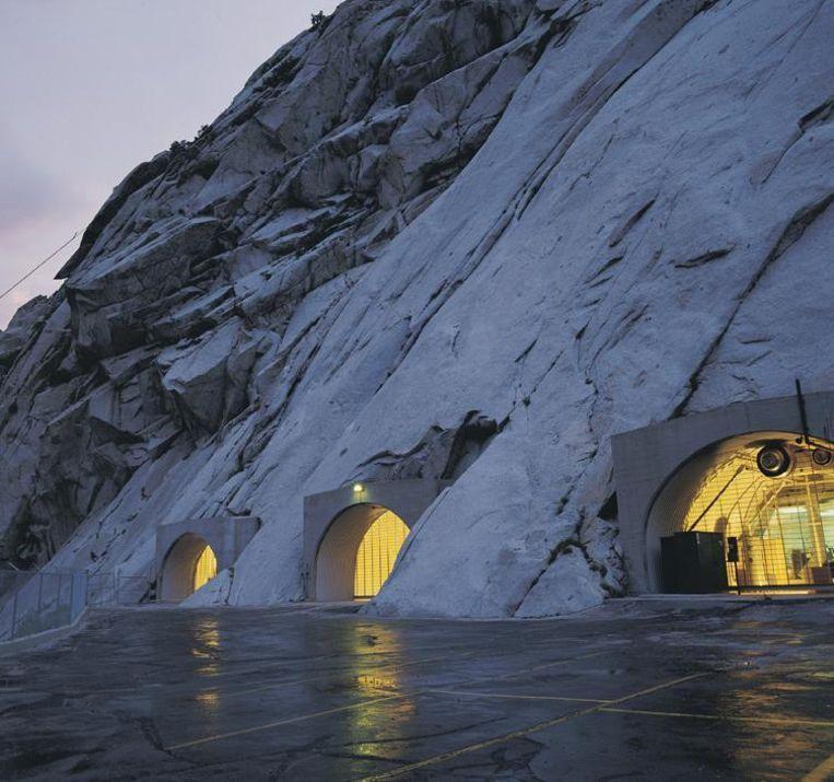 De Granite Mountain Records Vault nabij Salt Lake City, Utah. In deze rotsen bewaart de mormonenkerk (een groot deel van) haar genealogische archieven. De persoonsgegevens die de kerk van het CBG heeft gekregen zijn hier ook opgeslagen. De Vault is volgens de kerk 'zwaar beveiligd' en gemaakt om natuurrampen te overleven. Hij is niet toegankelijk voor bezoekers. Beeld Mormon Newsroom