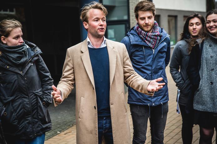 Partijvoorzitter en lijsttrekker Reinier van Lanschot van de nieuwe politieke partij Volt heeft zich ingeschreven voor deelname aan de Europese verkiezingen. Volt noemt zichzelf een Europa-brede pro-Europese beweging.