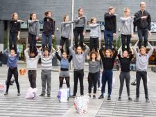 In de binnenstad van Tilburg: met de neus bovenop acrobaten en jongleurs