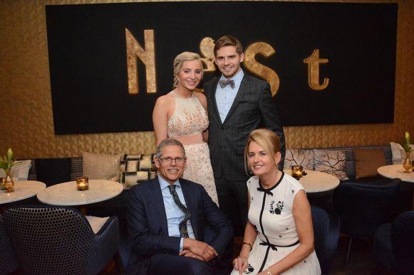 Tim Van der Valk nam samen met zijn partner Pauline Peeters de fakkel over van zijn ouders Eric en Martine Van der Valk.