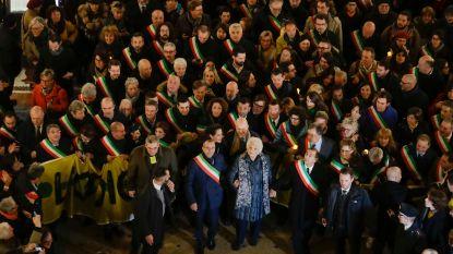 Honderden Italiaanse burgemeesters troepen samen in Milaan om Holocaustoverlevende te steunen